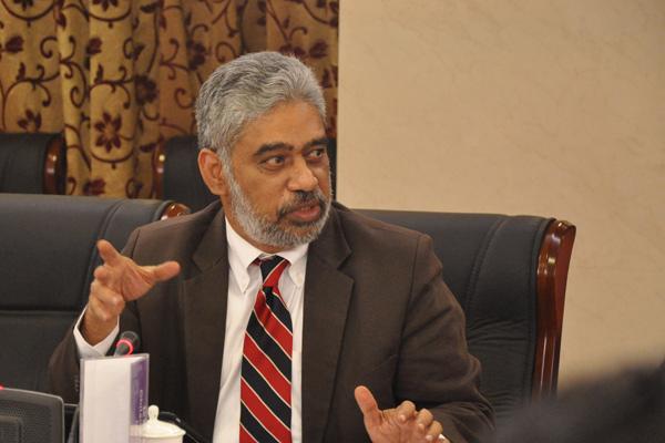 印度快报专栏作家、ORF战略研究专家莫汉在论坛中发言