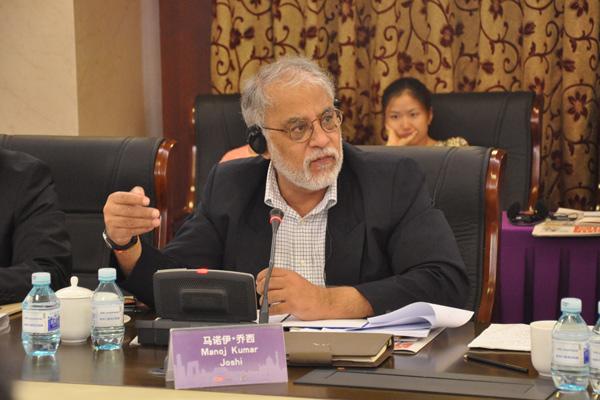 印度评论员和专栏作家、前印度政府国家安全问题组成员 马诺伊乔希在论坛中发言