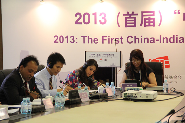 新华社记者、高级编辑、新华社世界问题研究中心研究员唐璐在论坛中主持部门议题讨论