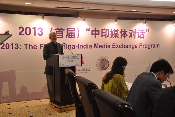 印度观察家研究基金会主席乔希·辛族在开幕式中致辞