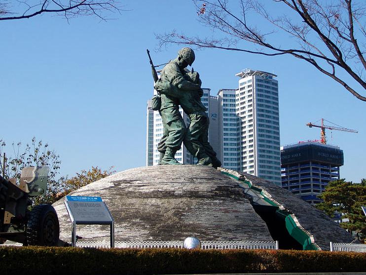 中国互联网意见领袖韩国行之 祈祷和平——韩国战争纪念馆