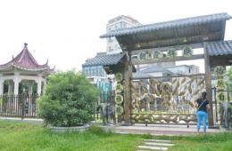 """东莞政协委员违建庄园 181亩公园成""""私家"""""""