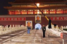 天安门城楼更换毛主席像迎国庆 安装过程一小时
