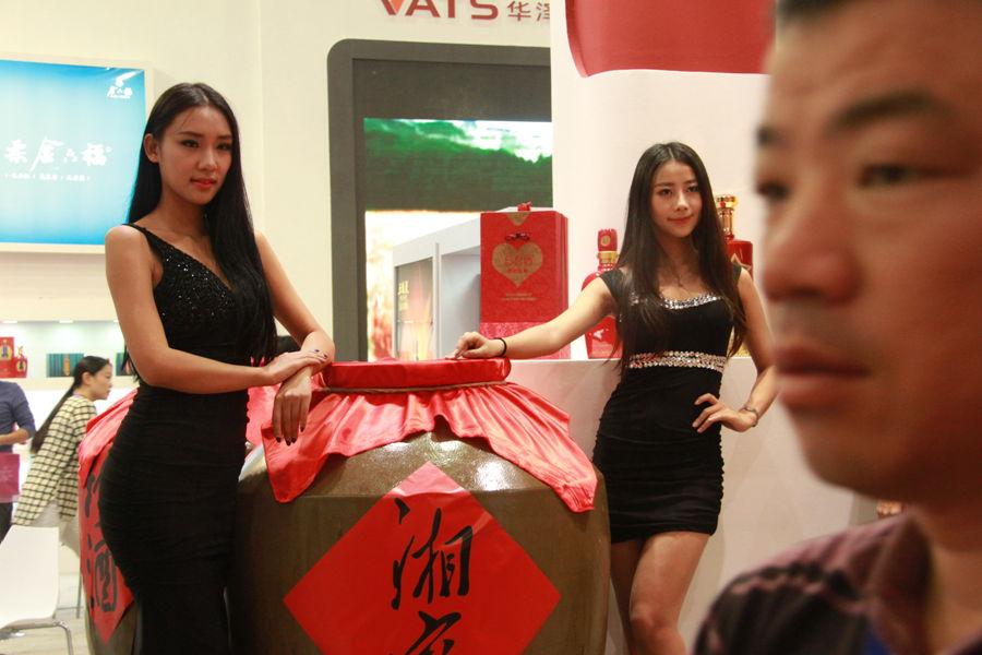第89届全国糖酒会武汉开幕 靓丽美女添色彩 财