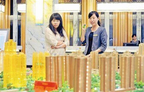 武汉85后售楼小姐一年卖房近两亿元 年薪30万
