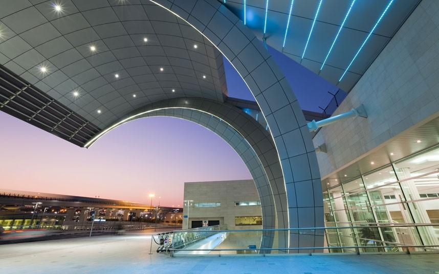 纵观世界!带您看看全球最漂亮的10座飞机场(...