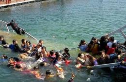 江西庐山景区游人爆满致桥梁断裂 数十人落水