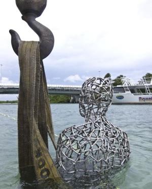 雕塑家打造海底艺术品呼吁环保