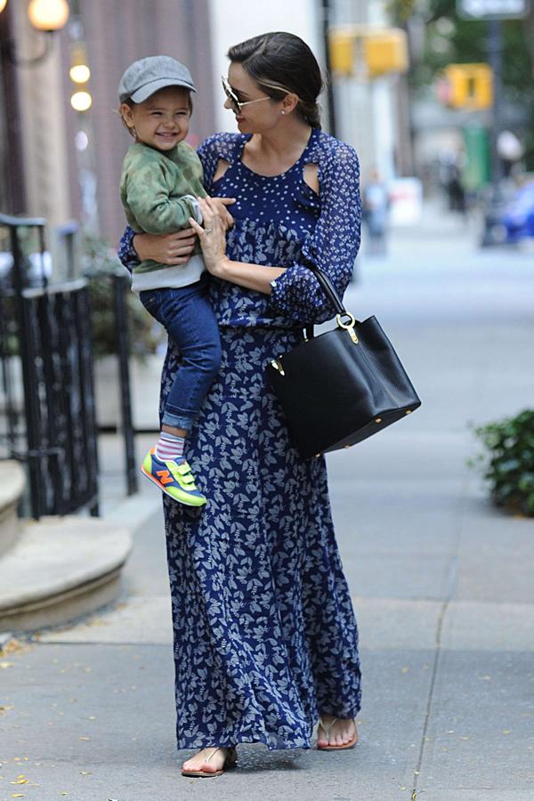米兰达·可儿10月21日纽约街拍图片