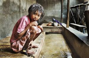 纪实摄影:印尼精神病患者的囚笼