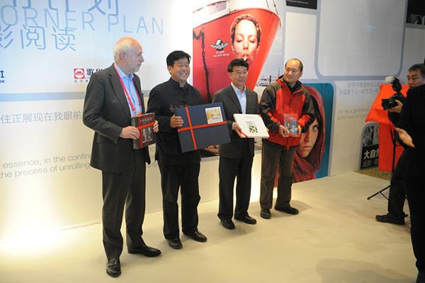 北京摄影周-图书角计划启动