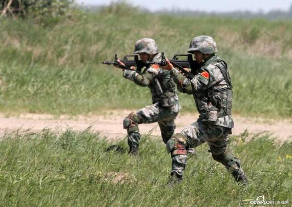 解放军射击训练(资料图)-我战士 虽不能时刻杀鬼子 但要有足够能力