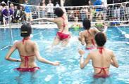 泰国举办人妖水上排球赛