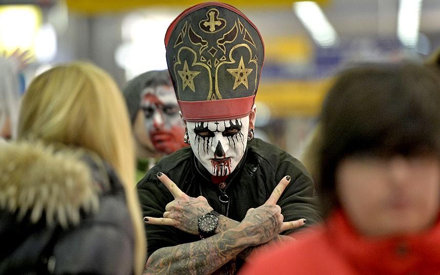 世界各地奇怪装扮庆祝万圣节 高清图片