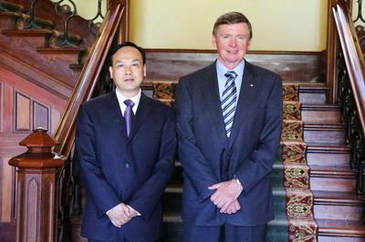 驻珀斯总领事黄亲国拜会西澳州督麦卡斯克夫妇