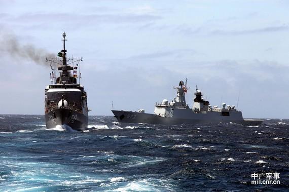 日本很想中国陪着闹 我们不能为衰落岛国伴舞