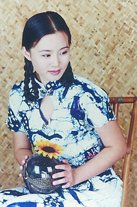 龚琳娜 琼瑶年轻时的照片 年轻母亲2电影截图