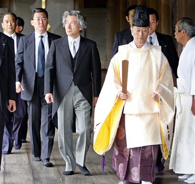 小泉鼓动安倍强硬对抗中国 支持其参拜靖国神社