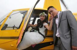 南京土豪办直升机婚礼 新郎为爱克服恐高症