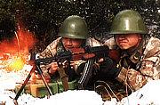 我军在康巴高原练高寒山地作战