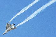 迪拜航展法国幻影2000拉烟飞过