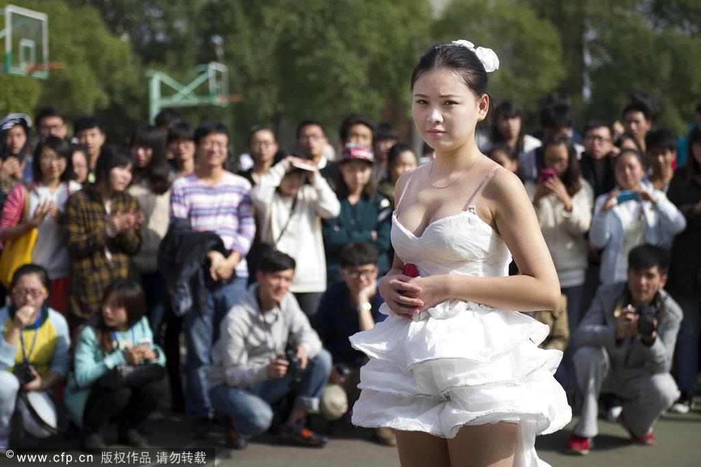 武汉 婚纱/武汉大学生用卫生纸制作创意婚服融入中国风(4/9)