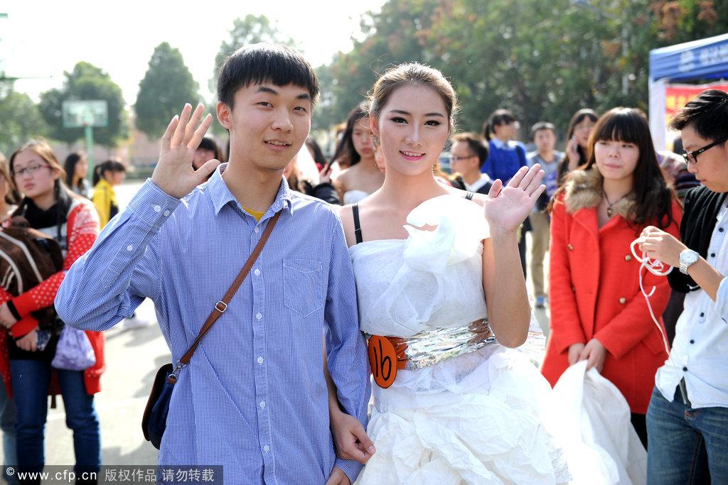 创意 武汉/武汉大学生用卫生纸制作创意婚服融入中国风(9/9)