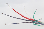 阿联酋空军航展开幕献技