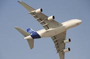 世界最大客机从头顶呼啸飞过