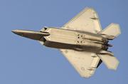 美国F-22A现身迪拜大秀战力