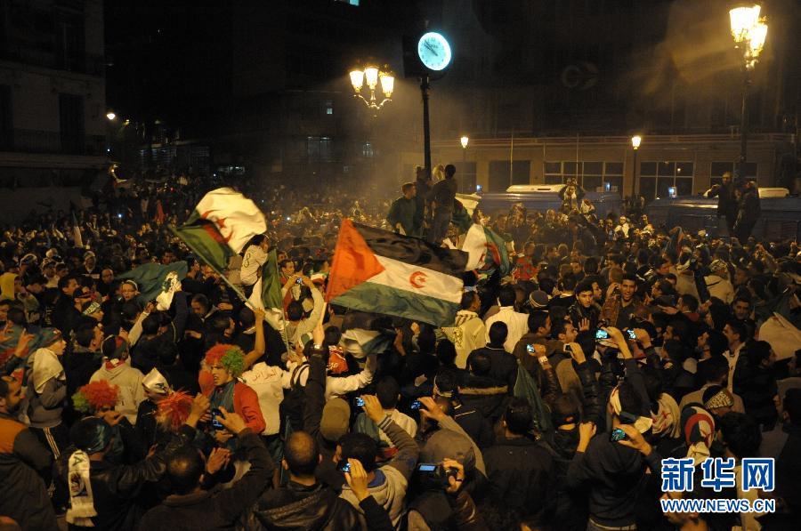 亚卜利达举行的世界杯非洲区预选赛中,阿尔及利亚队主场以1比0图片
