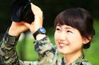 """韩国漂亮女孩""""撞脸""""撞到军营里?"""