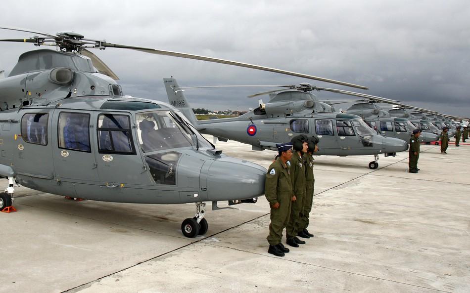 中国向柬埔寨移交12架直9
