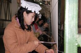 探访平壤地毯厂 实拍朝鲜织毯姑娘工作