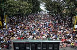 千万菲律宾民众不畏台风余波 聚集观看拳击比赛