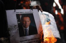 印尼右翼团体焚烧澳总理阿博特画像抗议监听事件