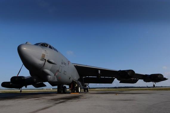 美B-52挑衅赢得日欢呼 媒体质疑中国是纸老虎