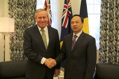 驻珀斯总领事黄亲国拜会西澳州长巴奈特