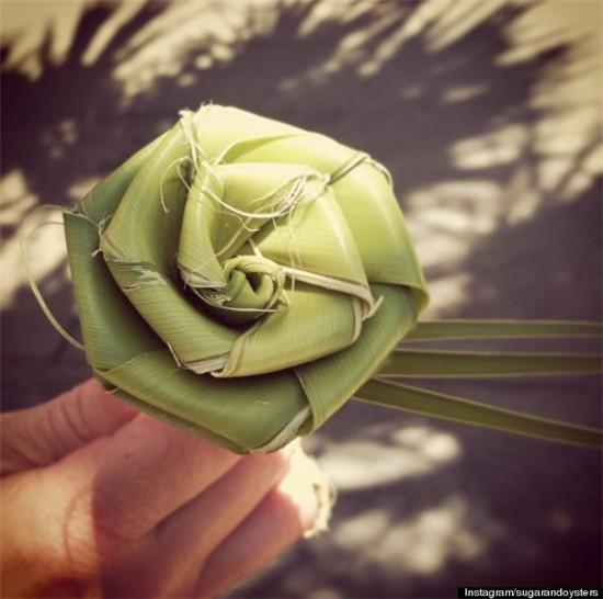 12.用棕榈叶做的手工玫瑰图片