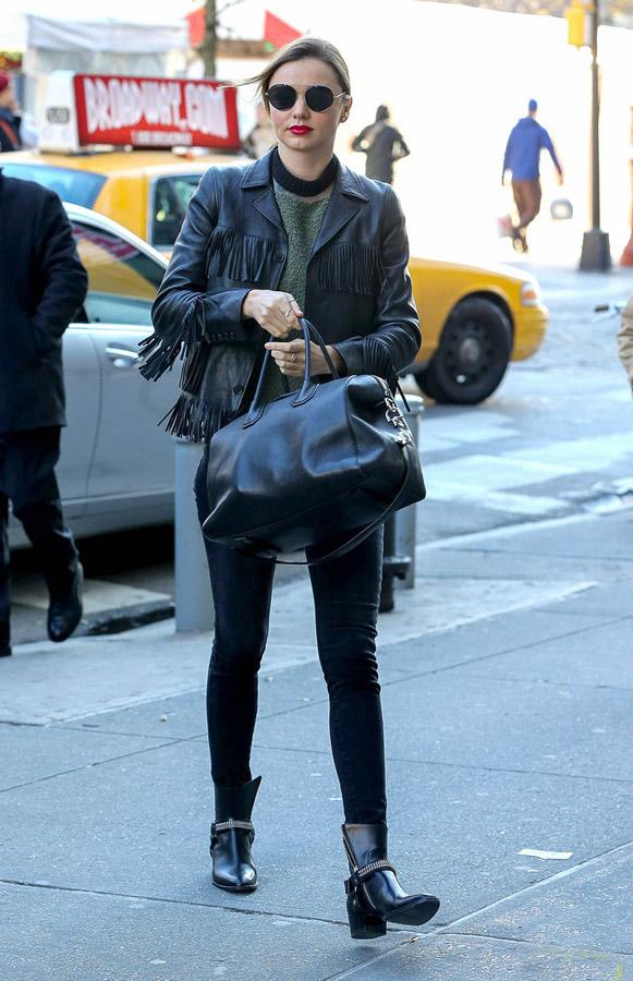 米兰达·可儿12月11日纽约街拍图片