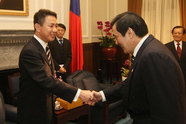 马英九会日本鹰派议员:台日渔业协定助东海稳定