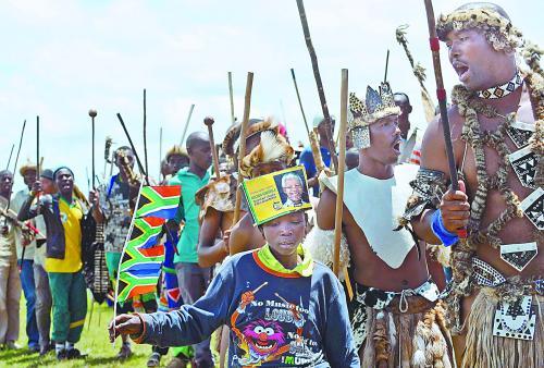 图片说明:曼德拉葬礼体现了科萨人的传统。