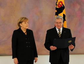 德国总统高克宣读默克尔的总理任命书