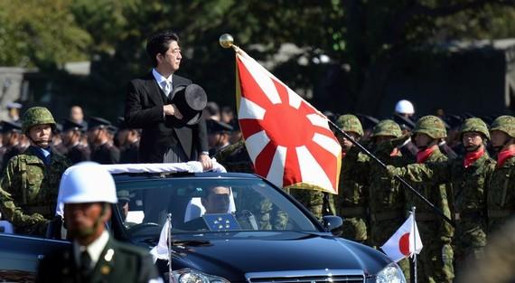 英媒:安倍好斗顽固右倾 将日本推至悬崖边缘