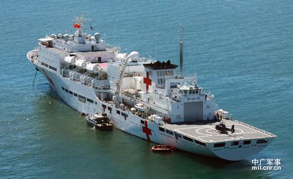 和平方舟赴菲是实战训练 直升机转运特战队员