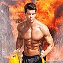 英消防队员拍慈善挂历秀肌肉