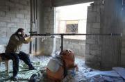 叙反对派造出恐怖大狙有两米长