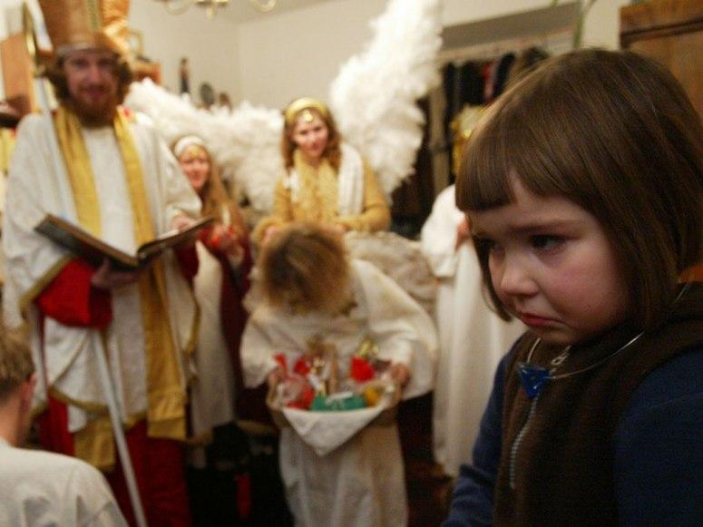 """圣诞老人降临 小孩""""哭""""态百出"""