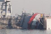 土耳其军舰港内翻船几十人死伤
