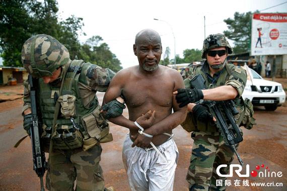神秘武装猛攻中非总统府 1600名法军感孤立无援